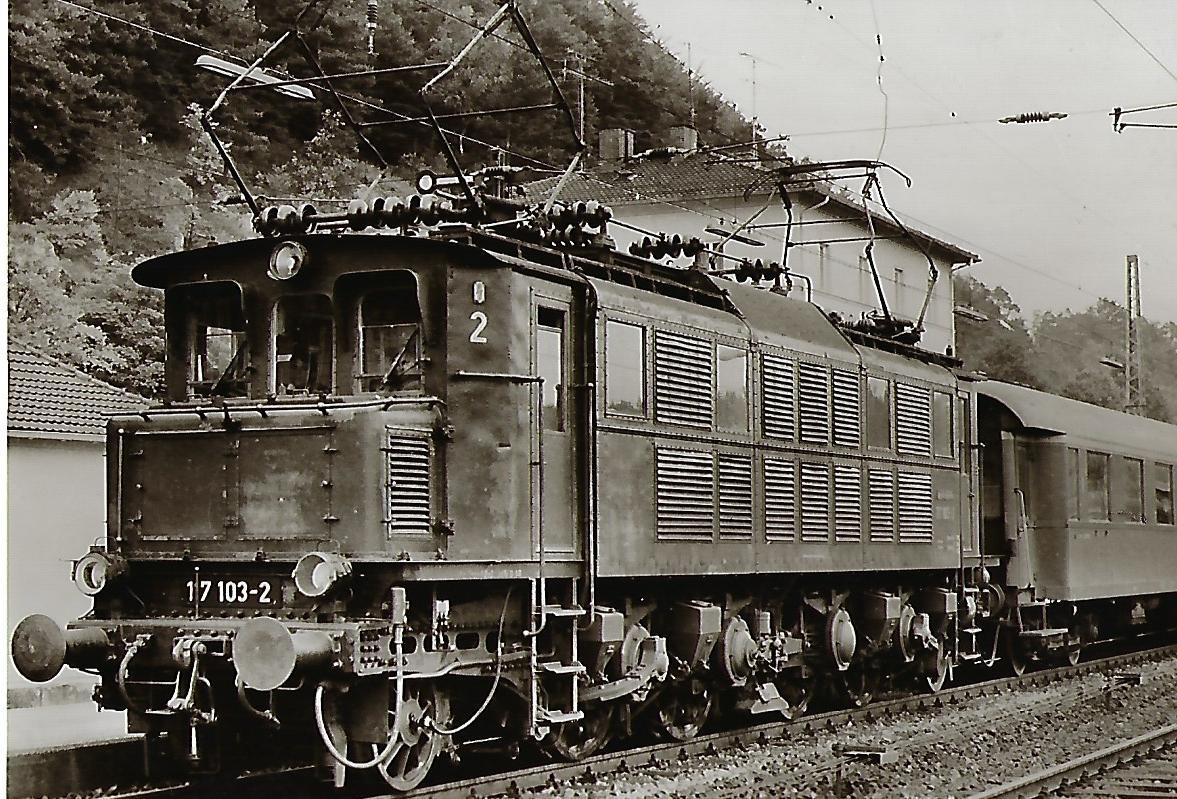 117 103 DB Schnellzug-Lokomotive in Eichstätt Bahnhof. Eisenbahn Bestell-Nr. 1111