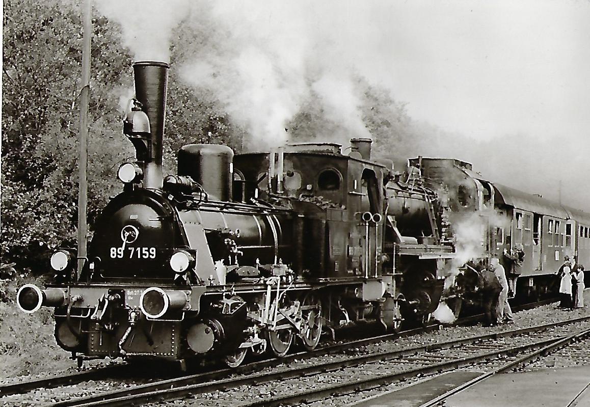 Westerwaldbahn. Lokomotiven 89 7159 und 146 BLE im Bhf. Gebhardtshain-Steinebach. Eisenbahn Bestell-Nr.  1143
