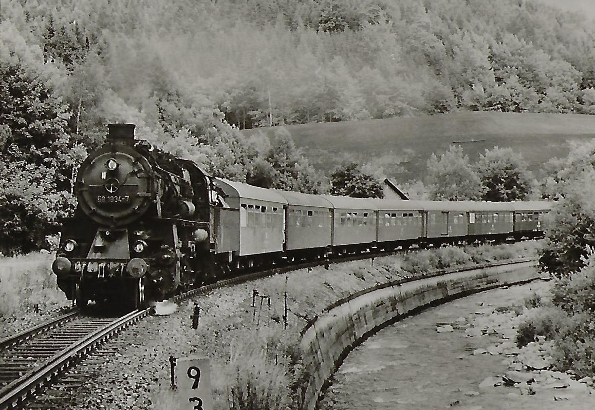 DR Güterzug-Lokomotive 58 1934-7 bei Antonstal. Eisenbahn Bestell-Nr. 1248