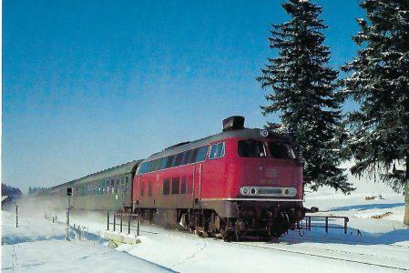 DB, Gasturbinen-Lokomotive 210 002-2 bei Günzach/Allgäubahn. Eisenbahn Bestell-Nr. 1299
