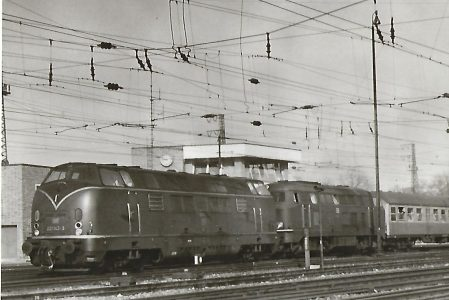 221 142 und 216 … bei der Ausfahrt aus Ulm Hbf. Eisenbahn Bestell-Nr. 5183