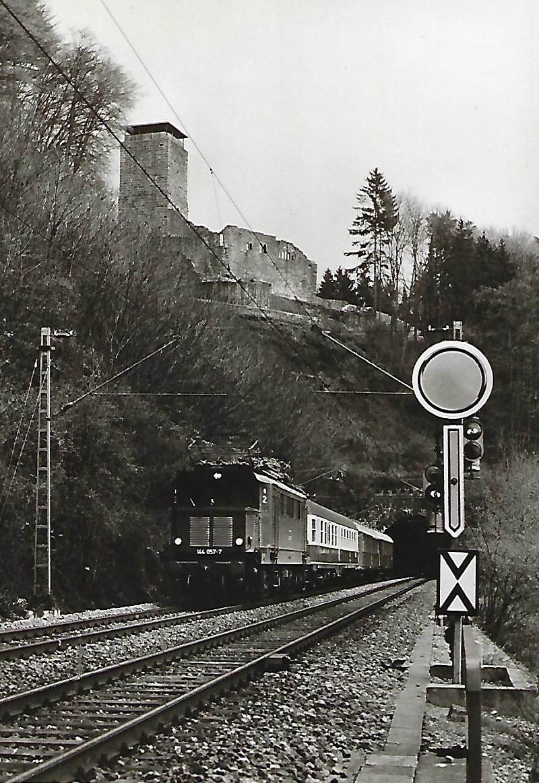 144 057 bei Neckarsteinach. (5188)