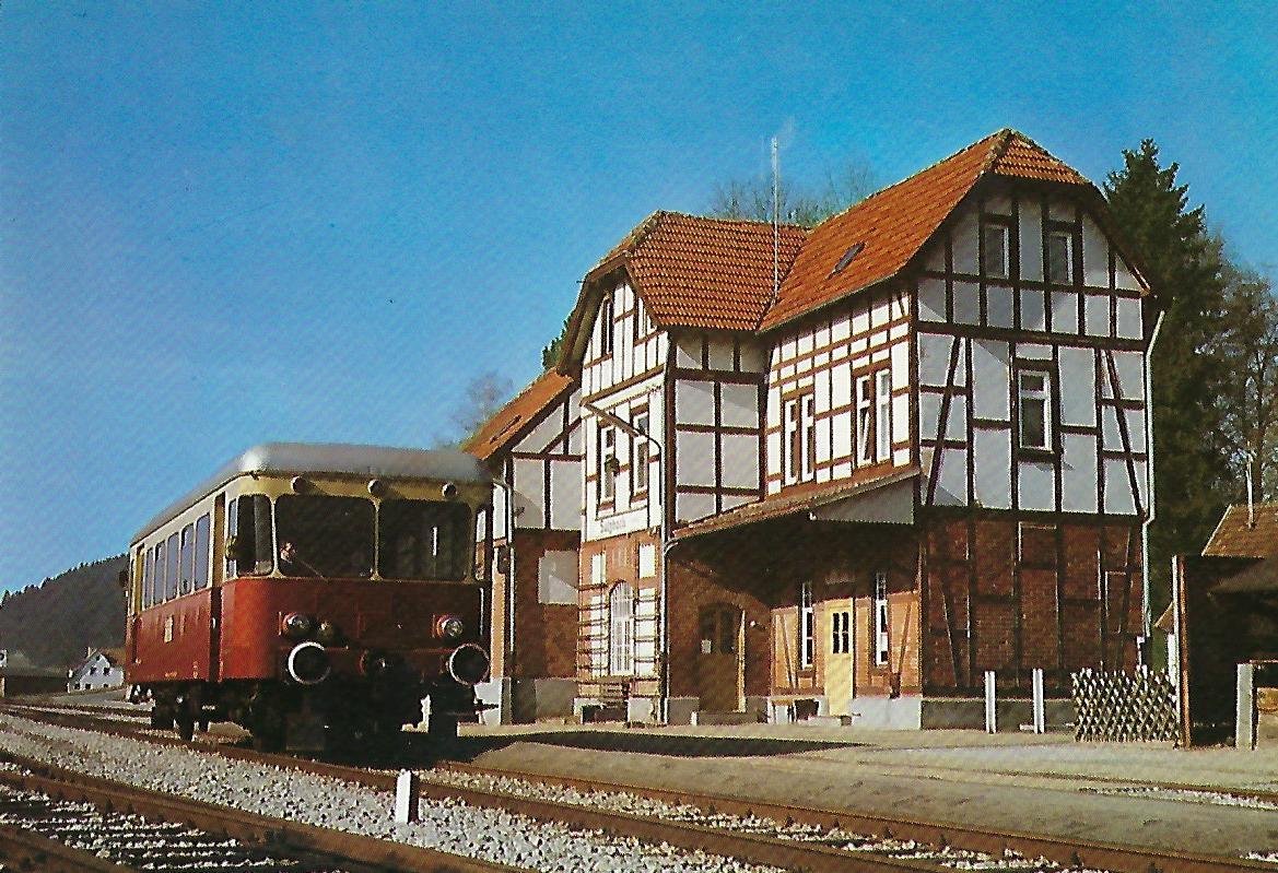 Diesel-Triebwagen T 36 im Bhf. Sulzbach am 24.2.1980. (10233)