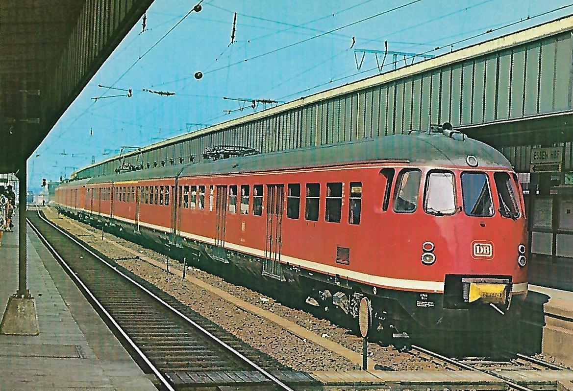 ET 430 402-8 im Hbf. Essen. (10271)