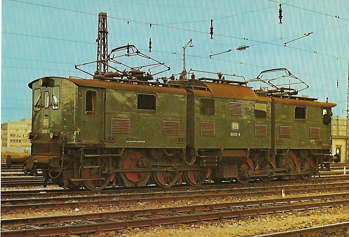 191 011-6 (Bayerische EG 5) Elektrische Güterzuglokomotive im Bw München Hbf. 1975, Krauss/AEG/WASSEG 1925, C'C'. (10275)