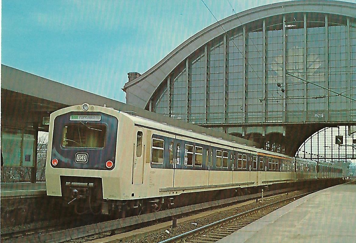 ET 472 Im Bf. Hamburg-Dammtor. (10279)
