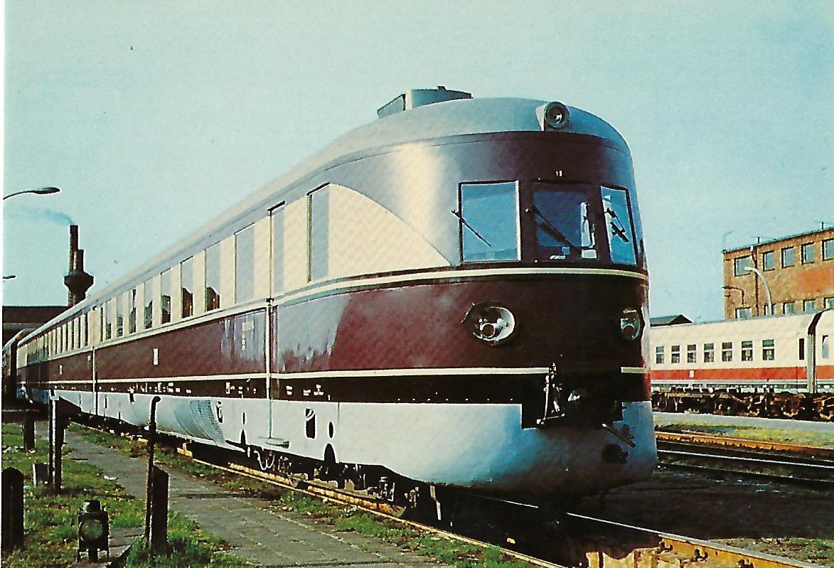 """DR 182 003-4 Schnelltriebwagen i (SVT 137 """"Köln"""") im RAW Halle 1973. (10287)"""