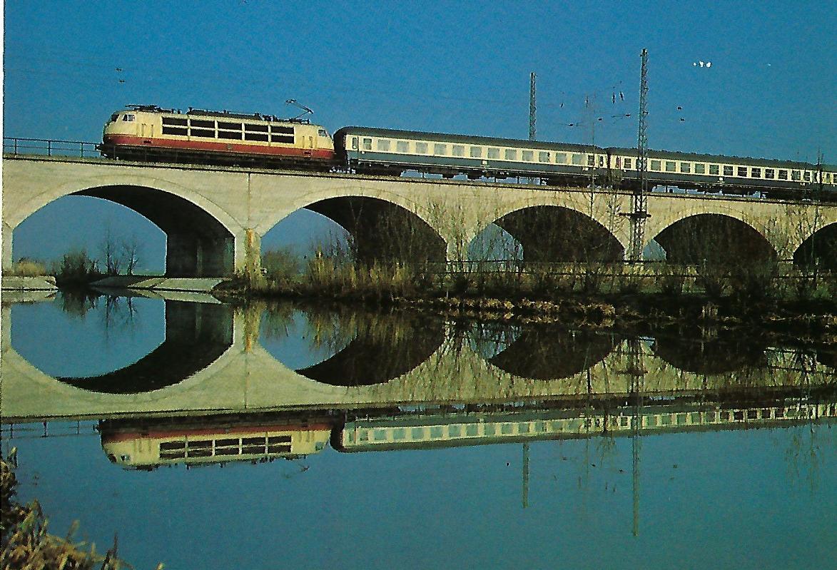 """DB-Baureihe 103, IC 561 """"Prinzregent"""" auf der Altmühlbrücke bei Gunzenhausen. (10297)"""