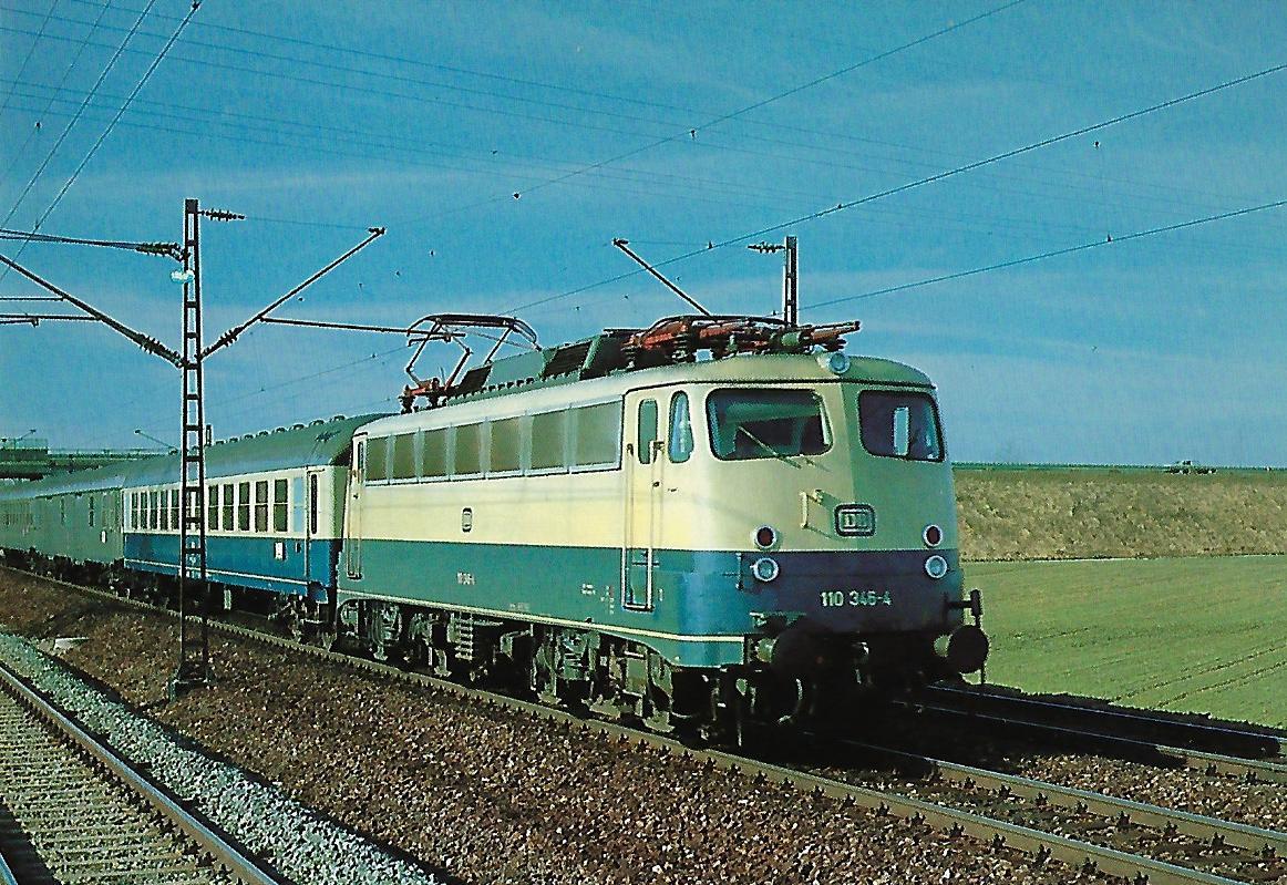 DB-Baureihe 110 Elektrische Schnellzuglokomotive bei Neu-Esting am 9.2.1981. (10300)