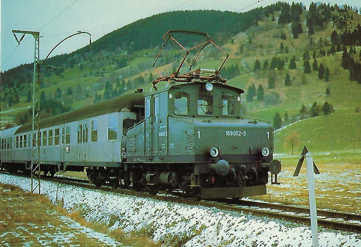 169 002-3 DB elektrische Lokalbahnlokomotive bei Unterammergau. (10306)