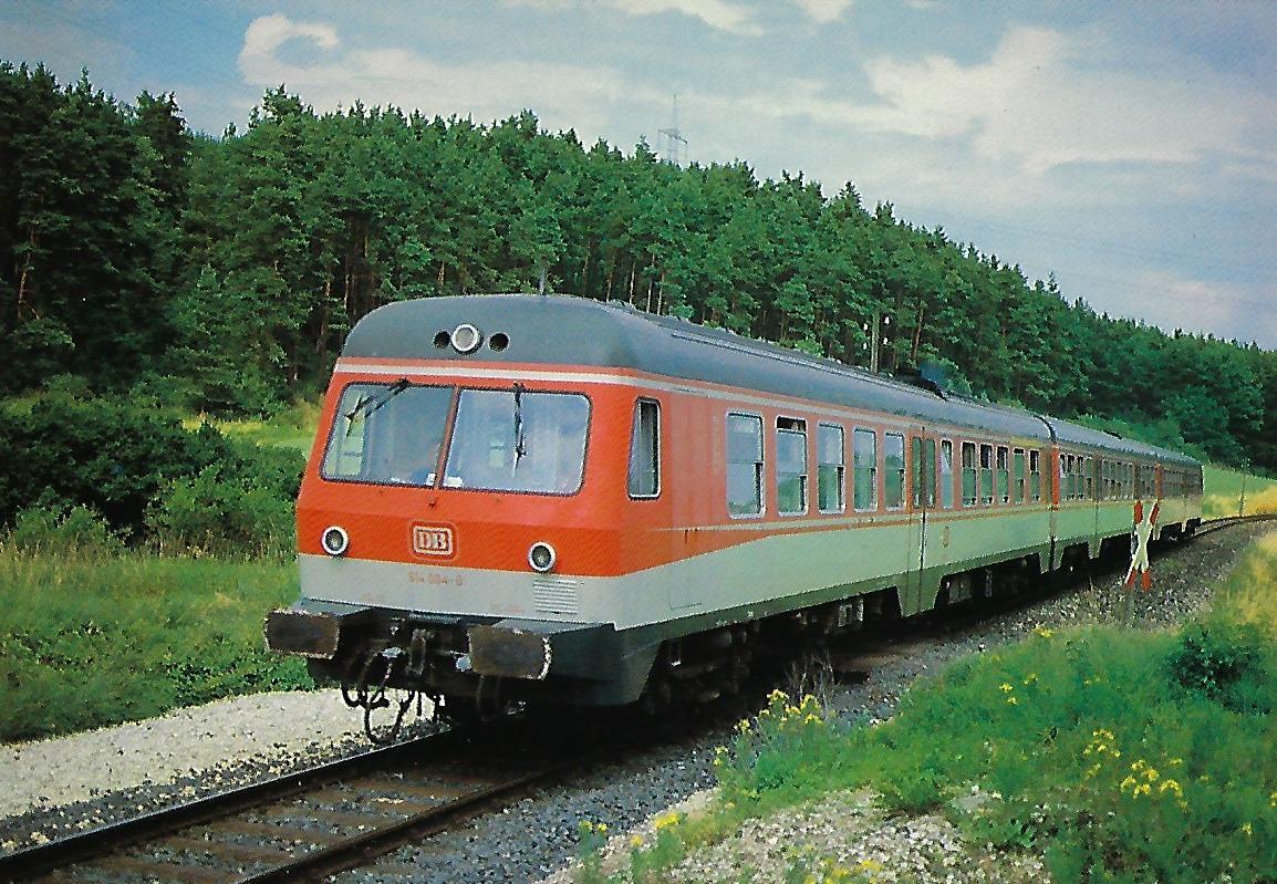 614 004-0 DB dieselhydraulischer Triebwagen bei Adelsdorf. (10315)