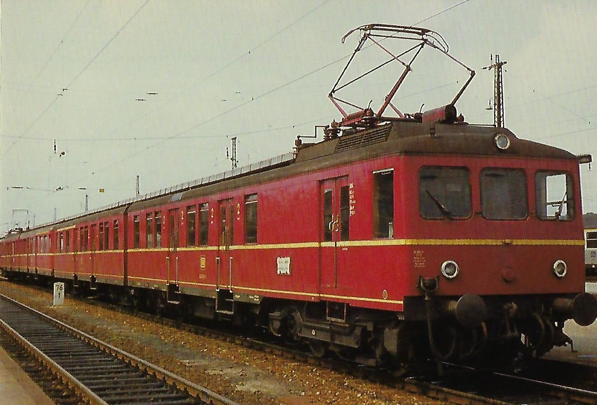 DB, eT 426 im Hbf. Landshut. (10358)