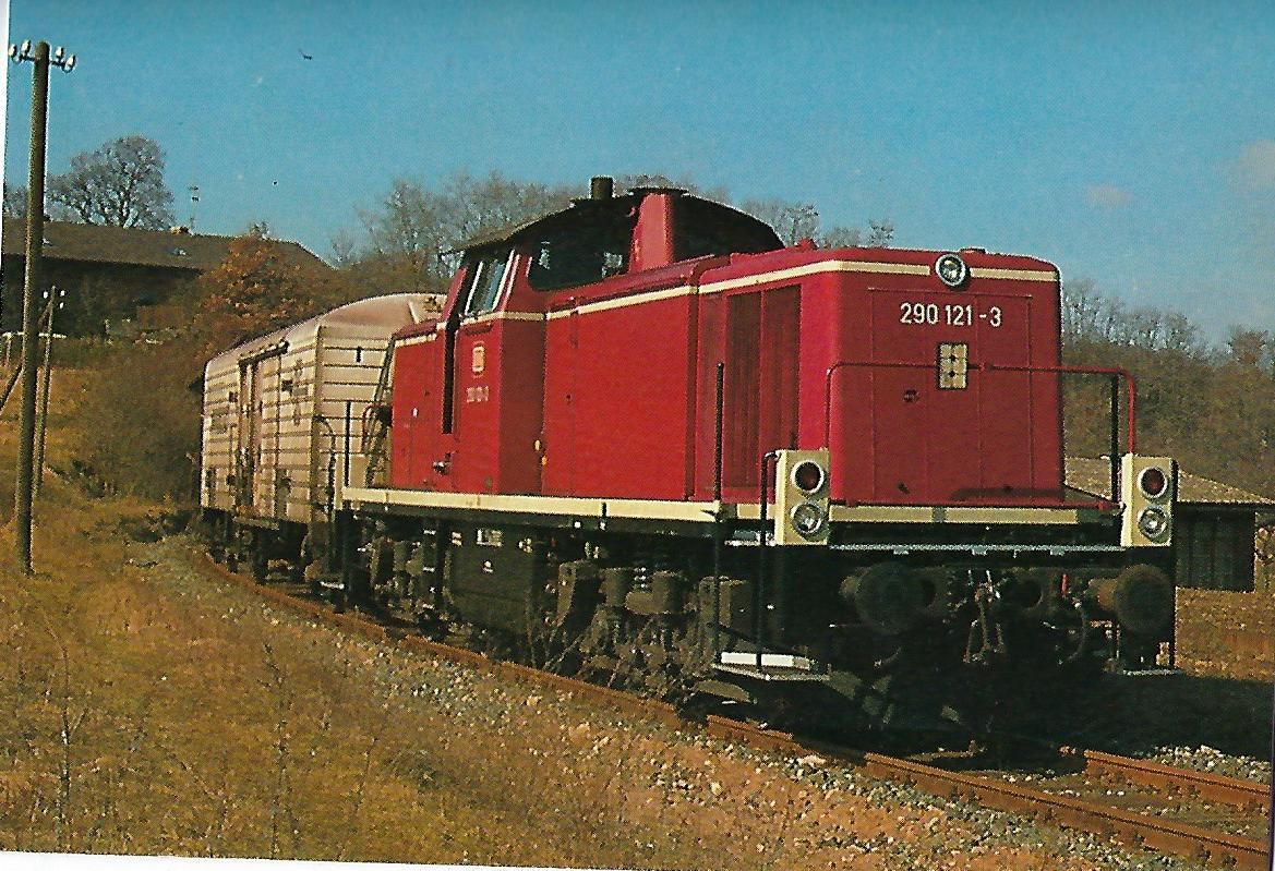 290 121 führt Güterzug nach Volkach. (5212)