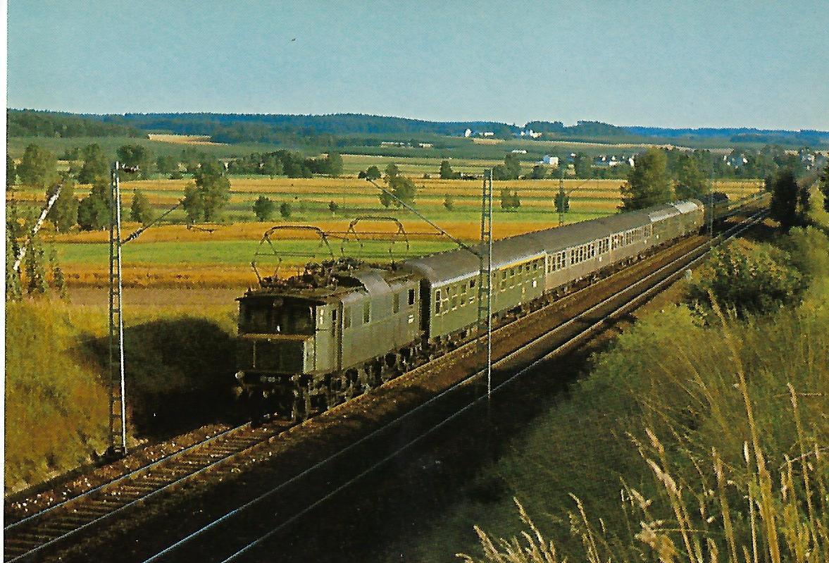 E 17 105 bei Fahlenbach, Strecke Ingolstadt-München. (5219)