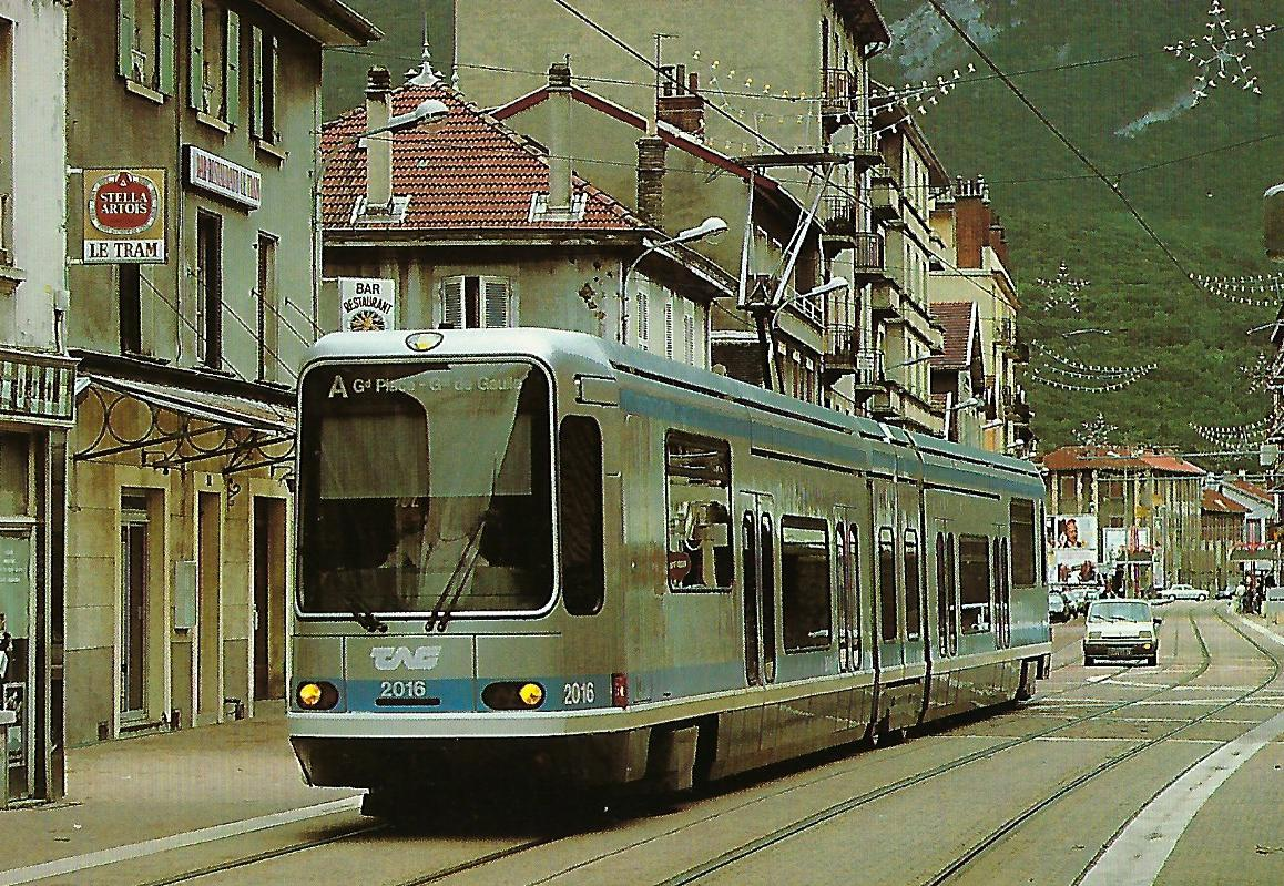 TAG, Straßenbahn in Grenoble, elektr. Gelenk-Triebwagen Nr. 2016. (90656)