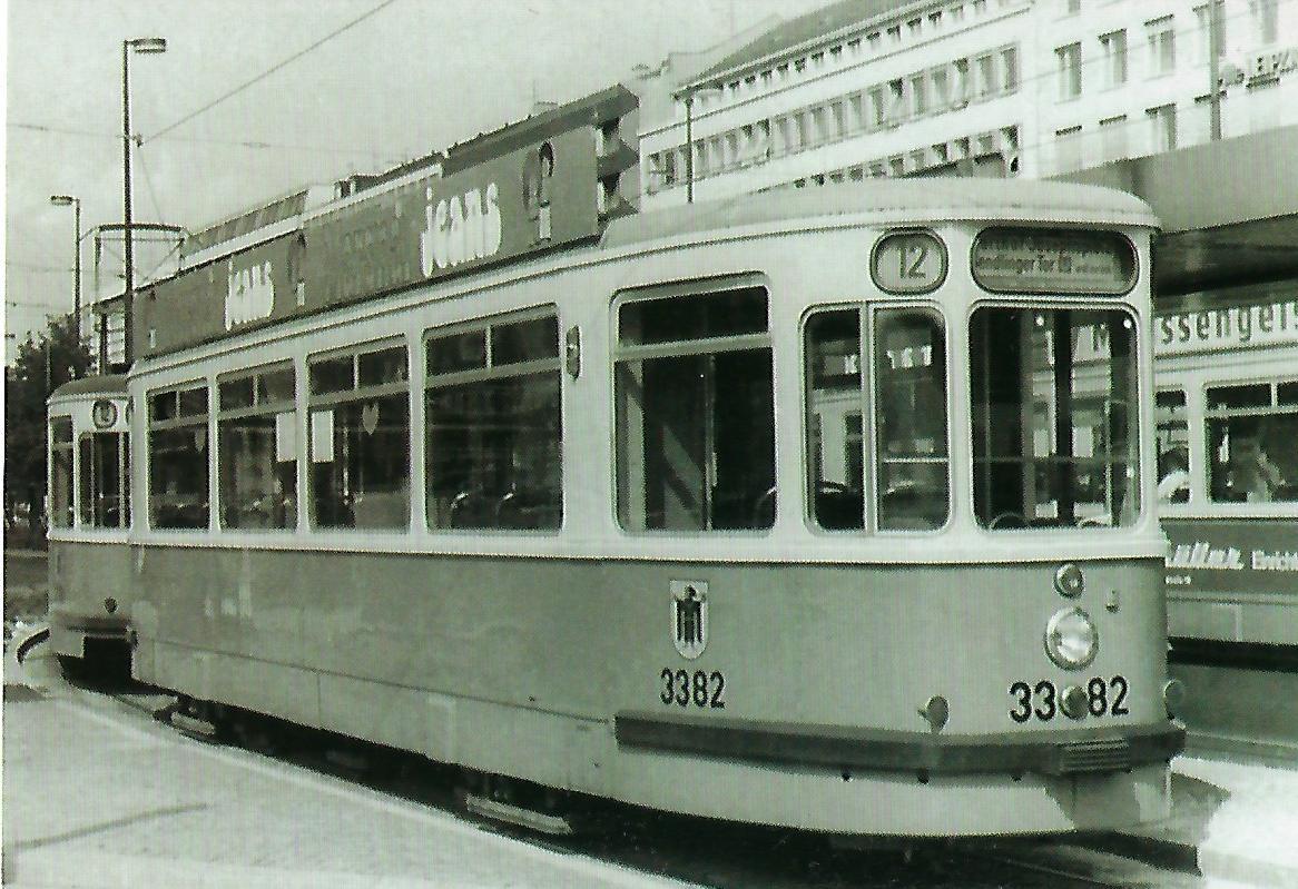 m 3.64-Beiwagen am Sendlinger-Tor-Platz. (99214)
