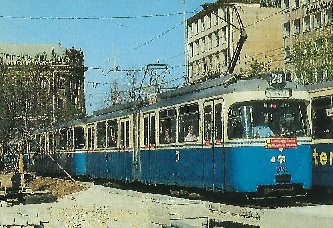 Triebwagen 202 am Stachus. Straßenbahn Bestell-Nr. 99508