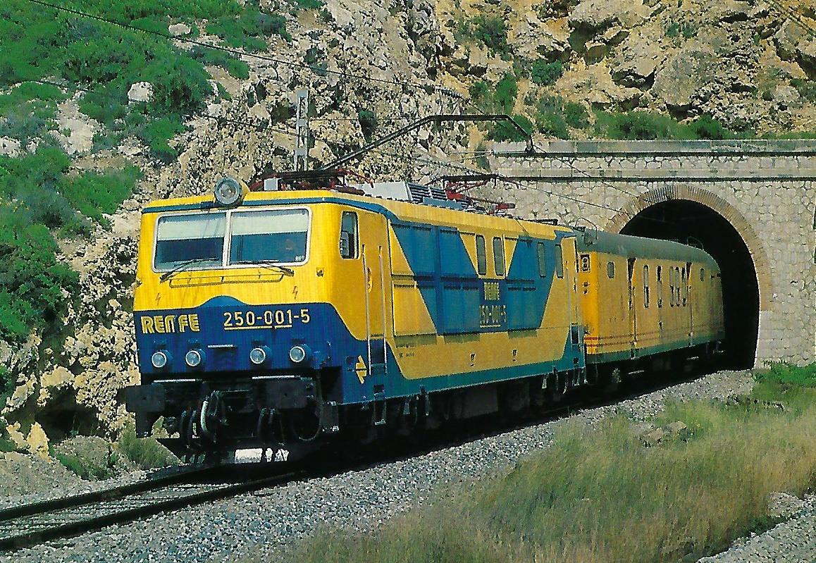 RENFE, elektrische Lokomotive 250-001-5 bei Vilanova i la Geltrú. Eisenbahn Bestell-Nr. 10397
