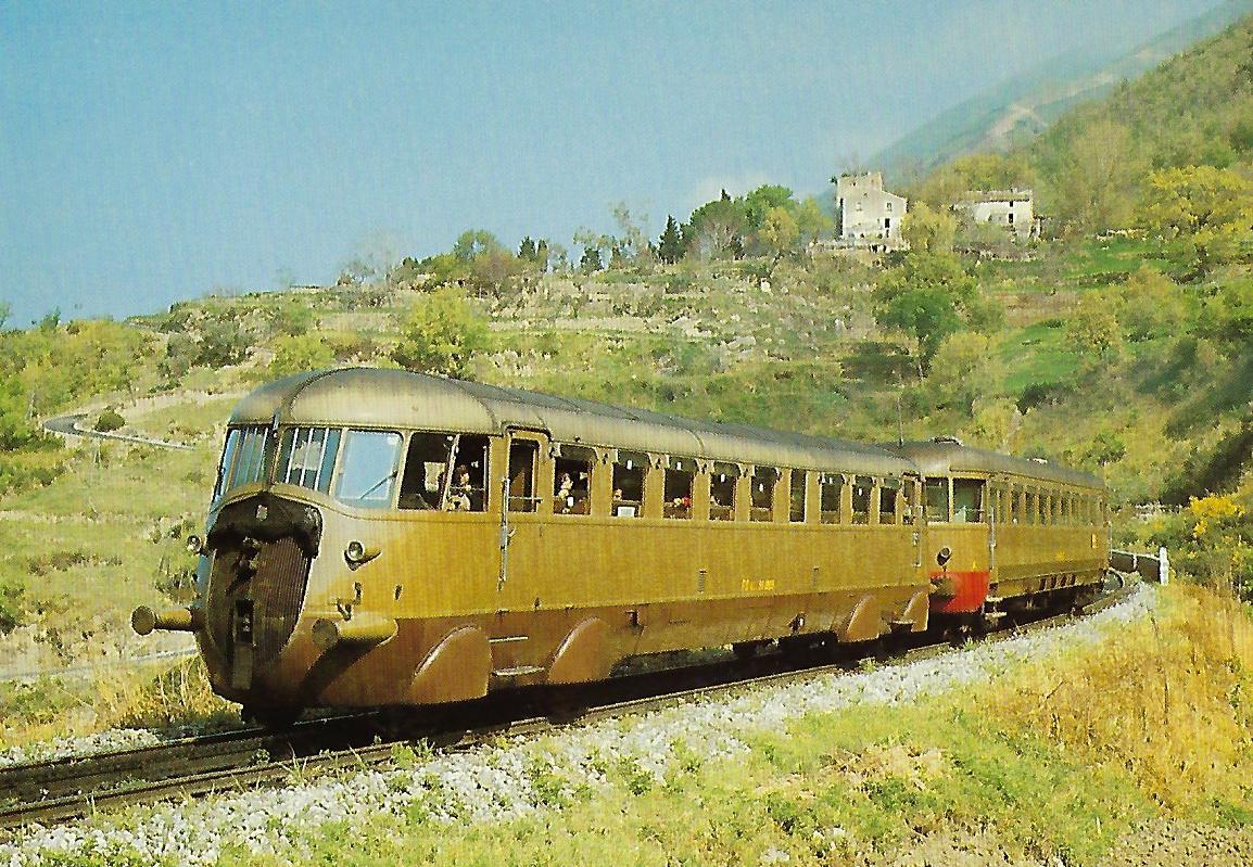 FS, Triebwagen Aln 56.19 und 64.10 auf der Strecke Paola – Cosenza. Eisenbahn Bestell-Nr. 10404