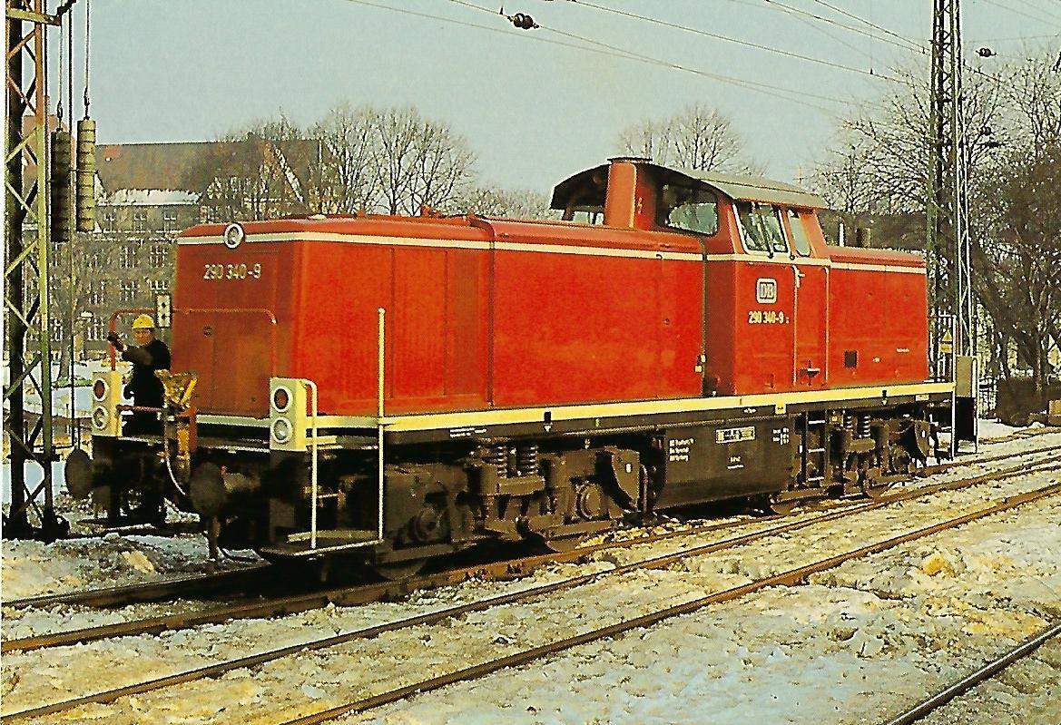 DB, diesel-hydraulische Lokomotive 290 340-9 in Bremen Hbf. (10430)