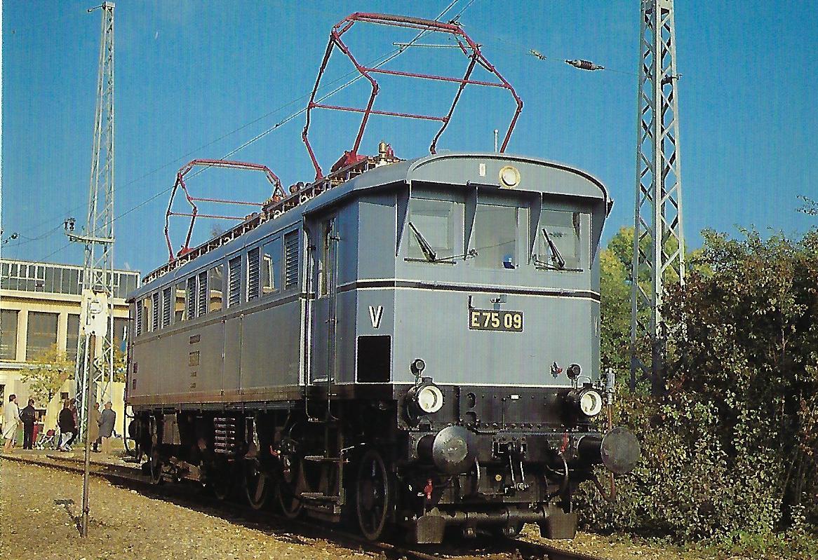 DB, elektrische Museumslokomotive E 75 09 im AW München-Freimann, 1985. (10437)