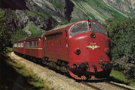 Norwegische Staatsbahnen, dieselelektrische Lokomotive 3.641 auf der Raumabahn zwischen Andalesnes und Bjorli im Juni 1985. (10444)