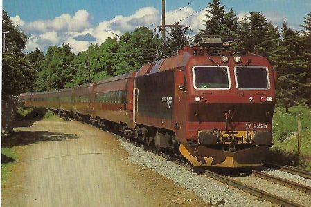 NSB El.17.2225, elektrische Drehstrom-Lokomotive bei Trondheim-Stavne / Norwegen im Juli 1985. Eisenbahn Bestell-Nr. 10472
