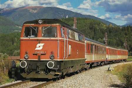 ÖBB, dieselhydraulische Lokomotive 2043.69 bei Bruneck im Oktober 1986. Eisenbahn Bestell-Nr. 10473