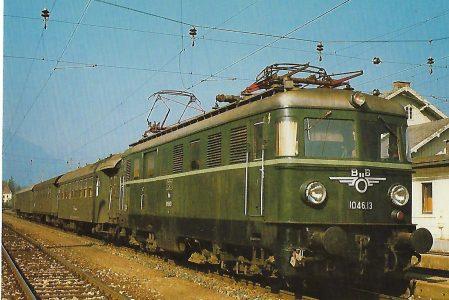 ÖBB, elektrische Personenzug-Lokomotive 1046.13 (Bo'Bo') in Admont am 18.9.1982. Eisenbahn Bestell-Nr. 10476