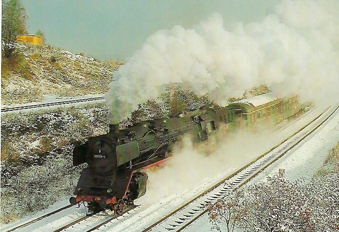 DB Schnellzuglokomotive 001 008 vor Eilzug bei der Ausfahrt Hof Hbf. Eisenbahn Bestell-Nr. 1154
