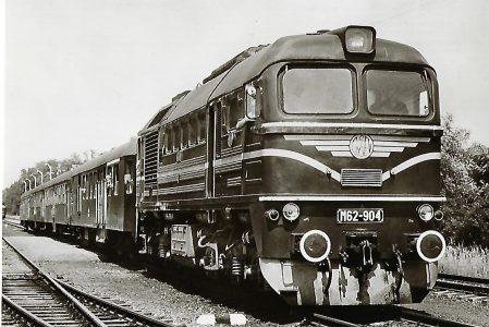 Raab-Ödenburg-Ebenfurther Eisenbahn.  Lokomotive M62-904 mit Reisezug bei Fertöboz. Eisenbahn Bestell-Nr. 1174