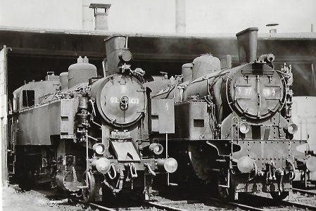 ÖBB Dampflokomotiven 77.09 und 93.1433 im Bahnbetriebswerk Linz. Eisenbahn Bestell-Nr. 1194