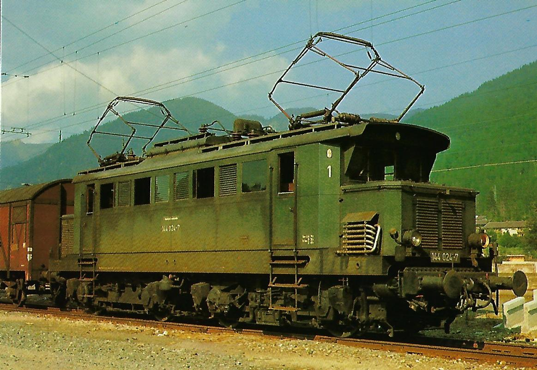 DB Elektr. Personenzuglokomotive 114 024-7 in Mittenwald am 14. Juli 1969. Eisenbahn Bestell-Nr. 1272
