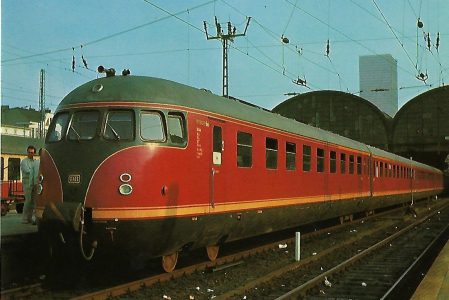 DB Verbrennungstriebwagen VT 12.5 in Bhf. Hamburg-Altona. Eisenbahn Bestell-Nr. 1279