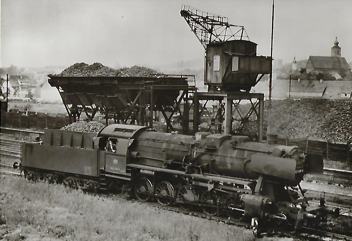 052 406 vor der Bekohlungsanlage des Bw Crailsheim. Eisenbahn Bestell-Nr. 5186