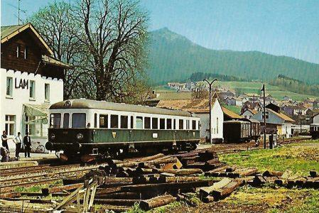 """VT 05 """"Esslinger"""" im Bahnhof Lam vor dem Osser. Eisenbahn Bestell-Nr. 10215"""