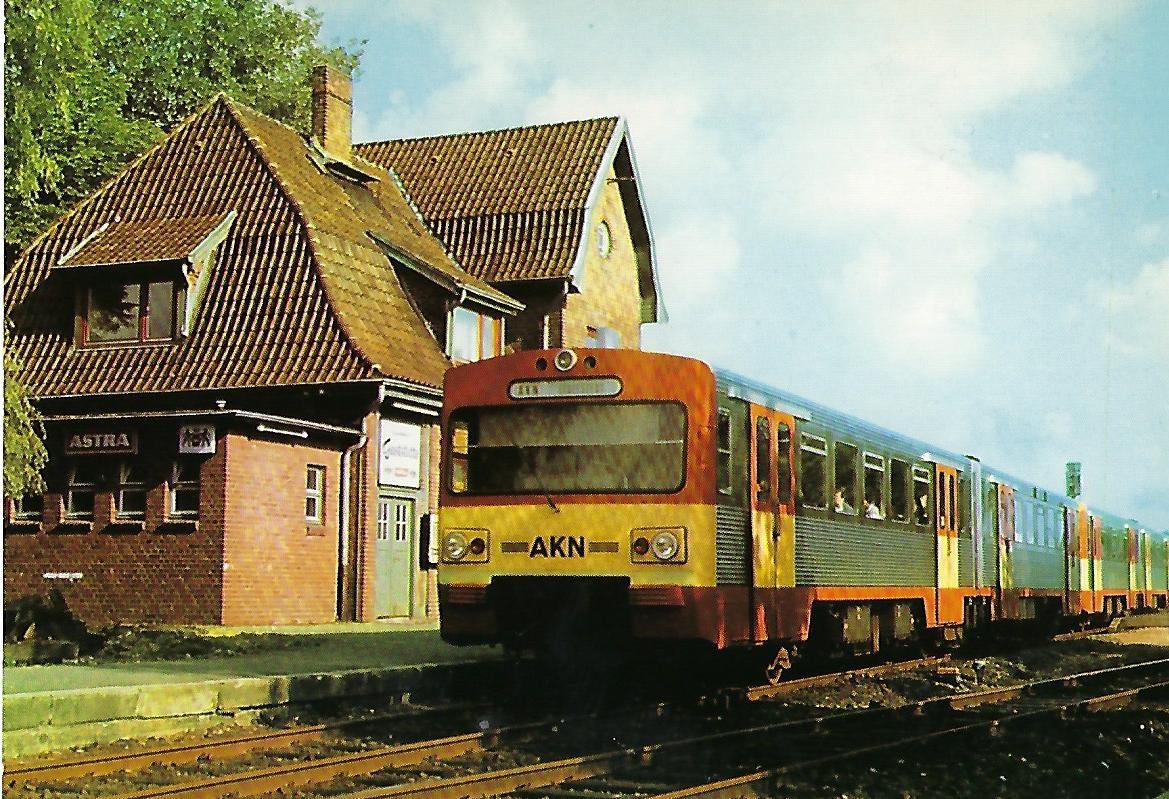 AKN VT 2 E im Bhf. Hasloh. Eisenbahn Bestell-Nr. 10232