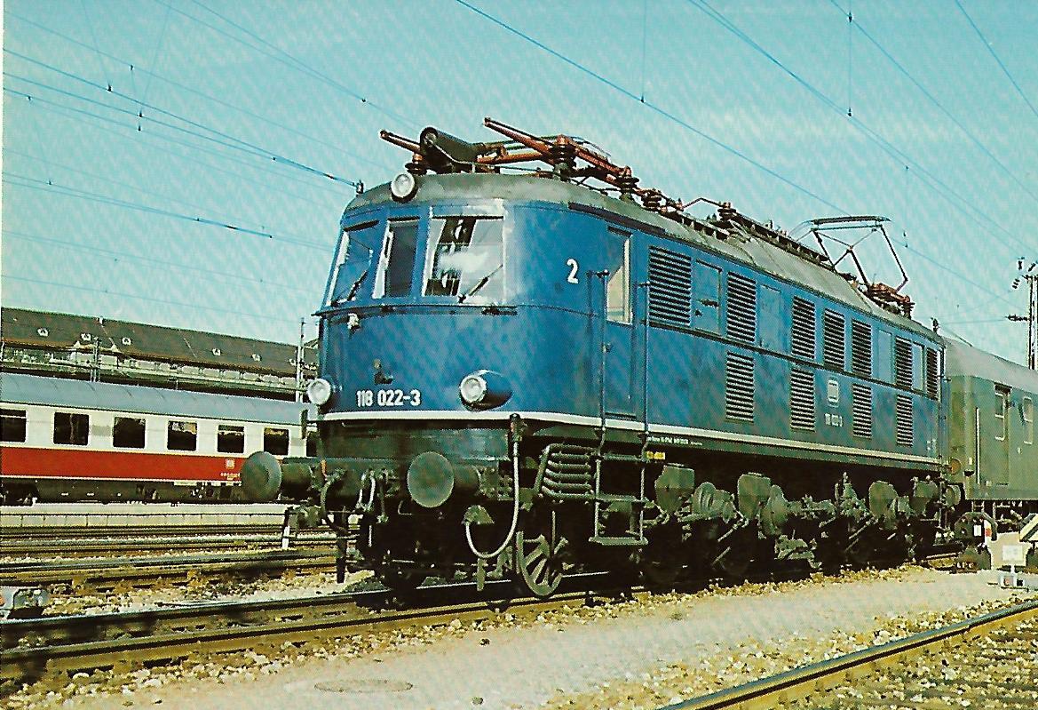 118 022-3 Elektrische Schnellzuglokomotive im Hbf. München. Eisenbahn Bestell-Nr. 10252
