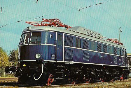 E 19 12 Elektrische Schnellzuglokomotive im Aw München-Freimann. Eisenbahn Bestell-Nr. 10259