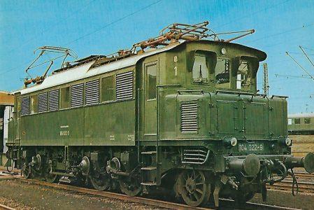 104 022-9 Elektrische Schnellzuglokomotive im Bw Osnabrück. Eisenbahn Bestell-Nr. 10274