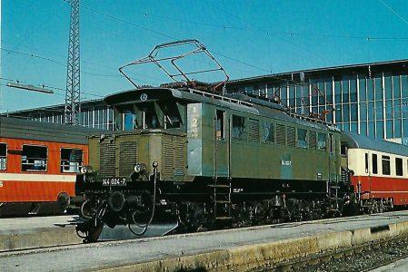 144 024-7 Elektrische Mehrzwecklokomotive im Hbf. München. Eisenbahn Bestell-Nr. 10277