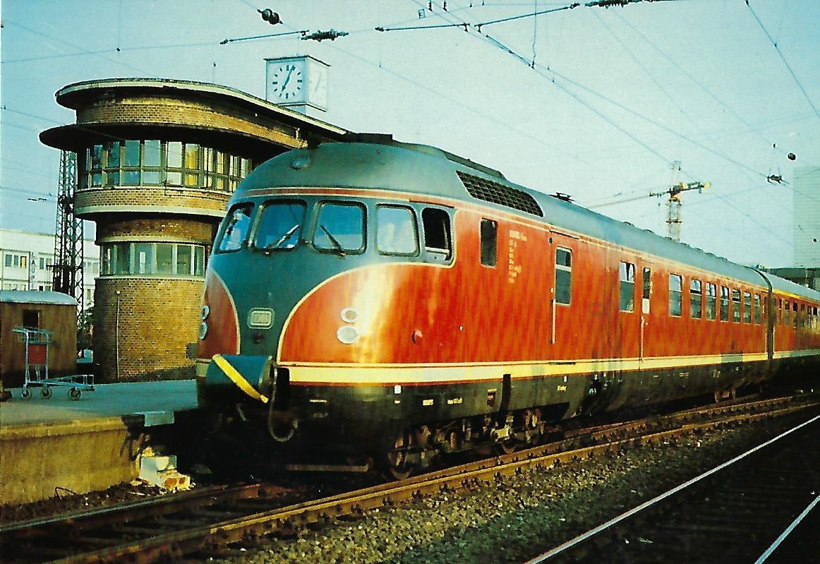 613 612-1 Dieselhydraulischer Triebzug im Bf. Altona. Eisenbahn Bestell-Nr. 10283