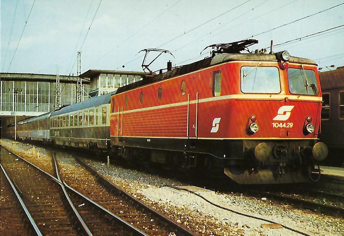 1044.29 ÖBB Elektrische Schnellzuglokomotive im Hbf. München. Eisenbahn Bestell-Nr. 10286
