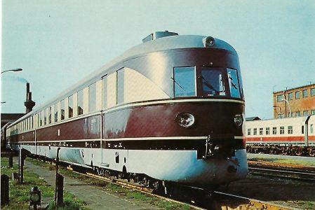 """DR 182 003-4 Schnelltriebwagen i (SVT 137 """"Köln"""") im RAW Halle 1973. Eisenbahn Bestell-Nr. 10287"""