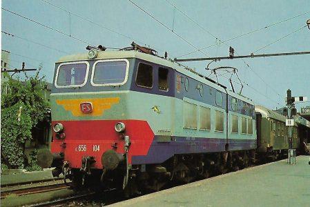 Italienische Staatsbahn, Elektrische Gelenklokomotive E 656 104 in Turin. Eisenbahn Bestell-Nr. 10299