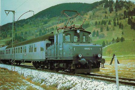 169 002-3 DB elektrische Lokalbahnlokomotive bei Unterammergau. Eisenbahn Bestell-Nr. 10306