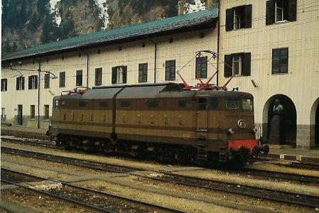 FS Italienische Staatsbahnen E.645 im Bhf. Brenner. Eisenbahn Bestell-Nr. 10349