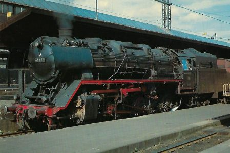 DB 44 674 am 24.4.1965 im Hbf. Kassel. Eisenbahn Bestell-Nr. 10351