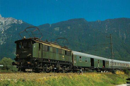 DB 144 506-3 am 6.8.1973 bei Bad Reichenhall. Eisenbahn Bestell-Nr. 10352