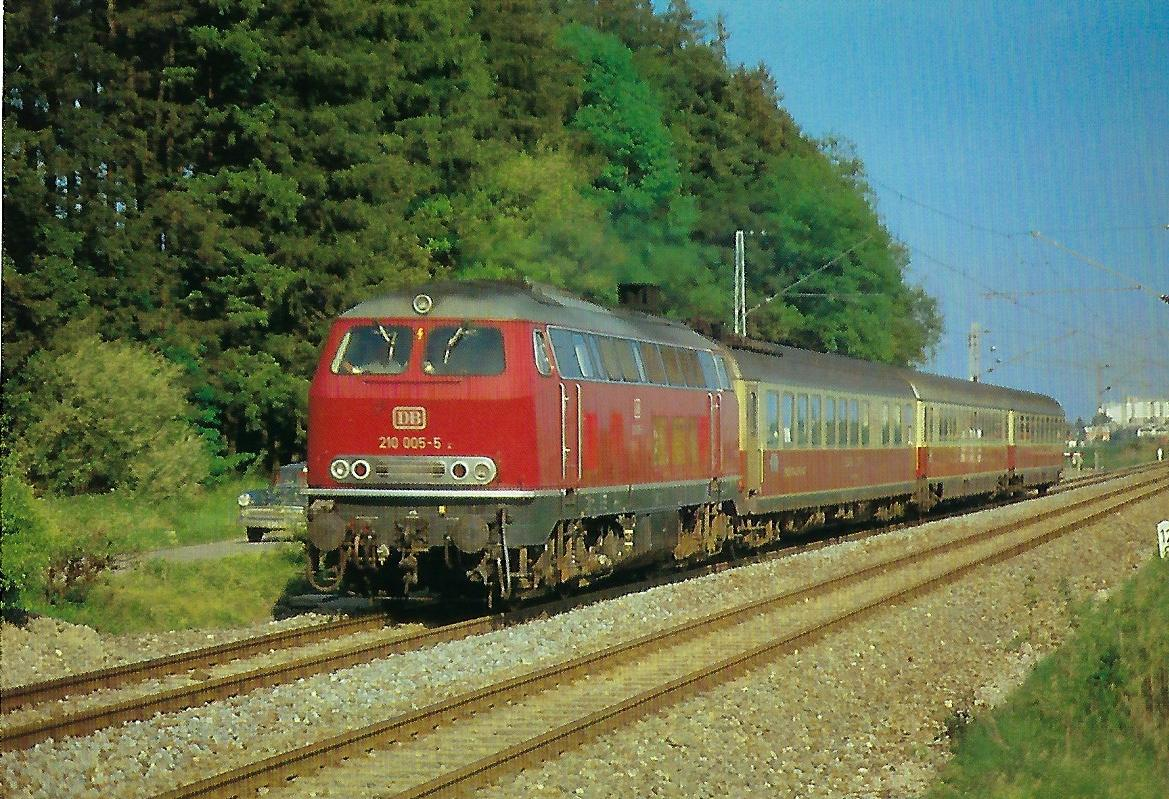 """DB, Gasturbinen-Lokomotive 210 055-5 am 18.5.1974 mit TEE """"Bavaria"""" in der Aubinger Lohe. Eisenbahn Bestell-Nr. 10353"""